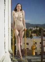 Emily-Naked-In-Los-Angeles-h5os5fctjo.jpg